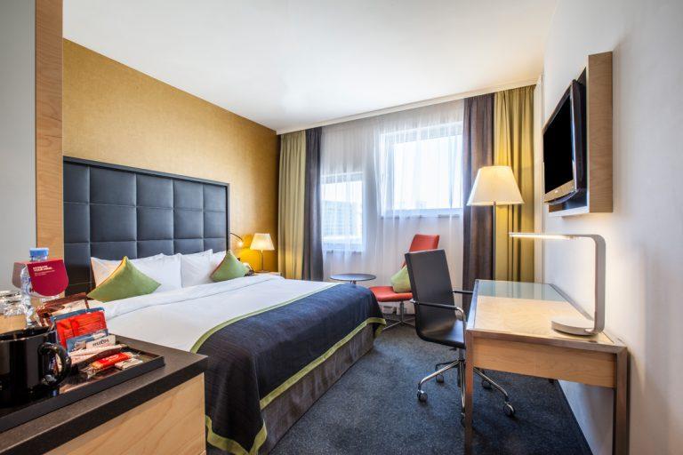 ledap_crowne_plaza_st_petersburg_airport_club_room _bedroom